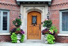 Ingang aan elegant huis Stock Foto's
