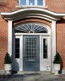 Ingang aan elegant huis Royalty-vrije Stock Foto's