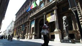 Ingang aan het Egyptische Museum in Turijn in 4k stock video