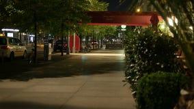 Ingang aan het Hotel Adlon, Berlijn bij nacht 4K stock video