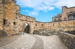 Ingang aan het het Kasteel binnenvierkant van Edinburgh, Schotland stock afbeelding