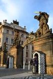 Ingang aan het kasteel van Praag Royalty-vrije Stock Foto's