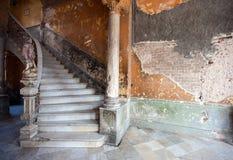 Ingang aan het oude huis Stock Afbeeldingen