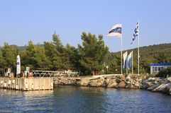 Ingang aan het privé dok van Porto Carras Grand Stock Foto's