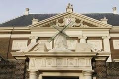 Ingang aan historische Lakenhal in Leiden Royalty-vrije Stock Foto