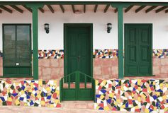 Ingang aan huis met ceramiektegels Royalty-vrije Stock Afbeeldingen