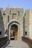 Ingang aan middeleeuwse vestingsrestauratie royalty-vrije stock foto