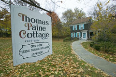 Ingang aan Thomas Paine Cottage in Nieuwe Rochelle, New York Stock Foto's