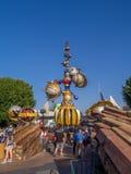 Ingang aan Tomorrowland bij het Disneyland Park stock afbeeldingen