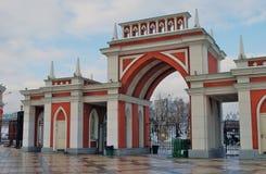 Ingang aan Tsaritsyno-park in Moskou Stock Fotografie