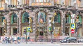 Ingang aan Zanger House in de Heilige Petersburg timelapse stock videobeelden