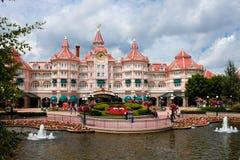 Ingang in Disneyland Parijs stock foto's