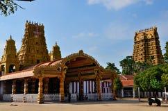 Ingang en gopuram torens van de Hindoese tempel van Nallur Kandaswamy aan Lord Murugan Jaffna Sri Lanka Stock Afbeelding