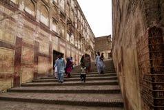 Ingang en treden van Lahore-fort in Punjab, Pakistan royalty-vrije stock afbeeldingen