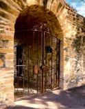 Ingang met poorten Stock Fotografie