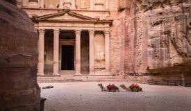 Ingang in Oude Stad van Petra royalty-vrije stock afbeeldingen