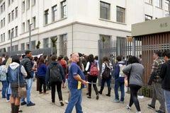Ingang van de studenten aan de ENEM-test in Sao Paulo Stock Foto