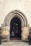 Ingang van een oude kerk Royalty-vrije Stock Foto's