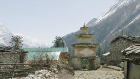 Ingangs Nepalees dorp Lho Trek van de Manaslukring stock footage
