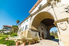 Ingangsboog in Santa Barbara-het gerechtsgebouw van de provincie royalty-vrije stock fotografie