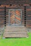Ingangsdeur aan de Oude Kerk van Petajavesi, Finland royalty-vrije stock afbeelding