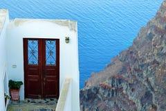Ingangsdeur aan een luxueuze villa in Imerovigli, Santorini stock fotografie