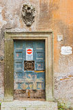Ingangsdeur in Rome, Italië Stock Afbeeldingen