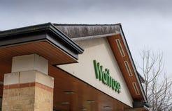 Ingangsgebied aan een bekende, Britse supermarktketting in het UK royalty-vrije stock afbeelding