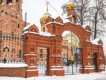 Ingangspoort aan de kerk Russische Orthodoxe Kathedraal Royalty-vrije Stock Afbeeldingen