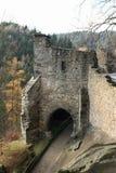 Ingangspoort aan het kasteel en het klooster van Oybin Stock Foto's