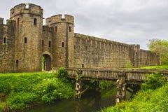 Ingangspoort aan het Kasteel van Cardiff in Cardiff in Wales stock foto