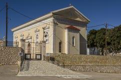Ingangspoort en voorgevel van de kerk Aghios Lamia stock foto's