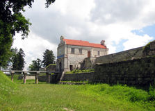Ingangstoren en brug aan middeleeuws kasteel in Zbarazh Stock Foto