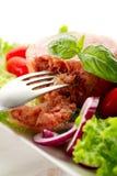 Ingeblikt vlees met salade Royalty-vrije Stock Foto's