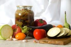 Ingeblikte groenten die de pompoenknoflook snijden van de raadsaubergine Royalty-vrije Stock Fotografie