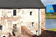 Ingebouwd Kastelholmkasteel (14de eeuw) met wapenschild royalty-vrije stock foto