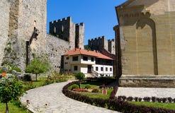 Ingebouwd Manasija oud klooster in Servië, 15de eeuw stock fotografie