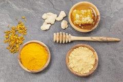 Ingefära, gurkmeja och honungskaka Royaltyfri Fotografi
