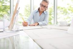 Ingegnere Design Working dell'architetto in ufficio, concetto di progettazione Fotografia Stock Libera da Diritti