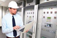 Ingegnere meccanico alta tecnologia delle attività di ingegneria Immagine Stock