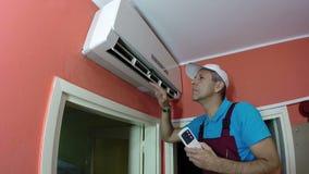 Ingegnere Repairing Air Conditioner stock footage