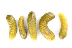 Ingelegde augurken, witte achtergrond stock afbeelding