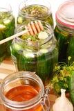 Ingelegde komkommers met honing Stock Foto