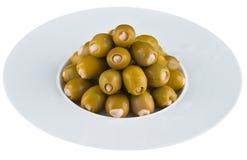 Ingelegde olijven in witte plaat Stock Fotografie