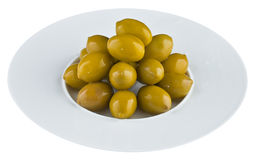 Ingelegde olijven in witte plaat Stock Afbeeldingen