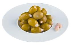 Ingelegde olijven in witte plaat Royalty-vrije Stock Afbeelding