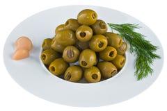Ingelegde olijven in witte plaat Stock Foto
