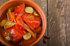 Ingelegde peper in een kom Stock Foto's