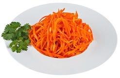 Ingelegde wortel in witte plaat Stock Afbeeldingen