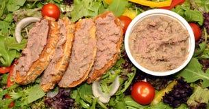 Ingemaakt die Rundvlees op Toost wordt uitgespreid stock foto